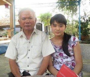 Bùi Thanh Danh và cô cháu nội (bằng tuổi của anh thời đi suối Lồ Ồ-1960)