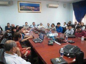 Quang cảnh thân mật của buổi trò chuyện tại Văn khoa, sáng 30.11.2013
