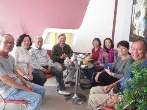 Từ trái: LKThương, chị Thanh, anh Châu, ĐHNgọc, KQuy, Kim Kê, Thanh Hằng, TTMinh.